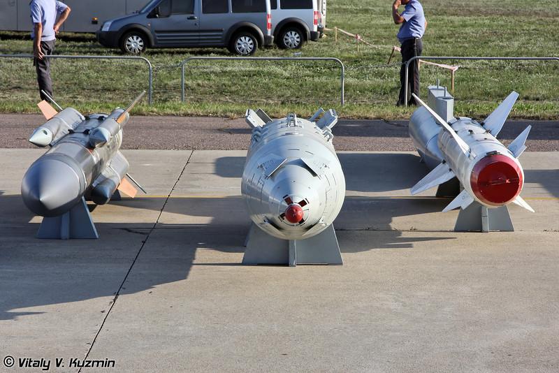 Авиационная тактическая высокоскоростная противокорабельная ракета Х-31АД, корректируемая авиационная бомба КАБ-1500 и авиационная тактическая ракета Х-29 (Anti-ship missile Kh-31AD, guided bomb KAB-1500, air-to-surface missile Kh-29)