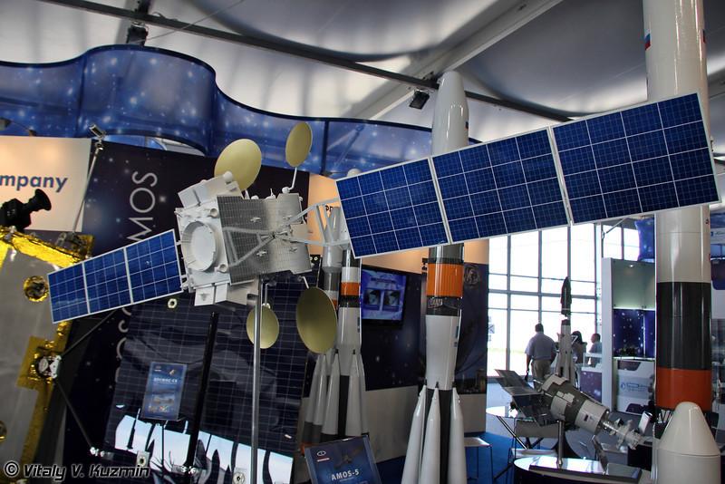Телекоммуникационный спутник AMOS-5 (AMOS-5 communications satellite)