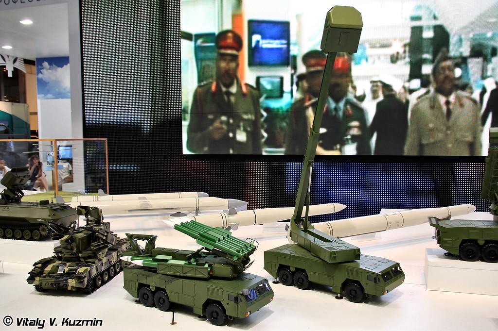 Пуско-заряжающая установка 9А316Э и радиолокатор подсвета и наведения 9С36Э на колесном шасси МЗКТ-6922 из состава ЗРК 9К317Э Бук-М2Э (9A316E and 9S36E radar on MZKT-6922 chassis from 9K317E Buk-M2E missile system)