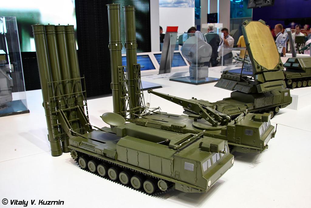 Пусковая установка 9А83МЭ, пуско-заряжающая установка 9А84МЭ и многоканальная станция наведения ракет 9С32МЭ из состава ЗРС С-300ВМ Антей-2500 (9A83ME transporter erector launcher and radar, 9A84ME transporter erector launcher/transloader and multi-channel missile guidance radar 9S32ME from S-300VM Antey-2500 missile system)