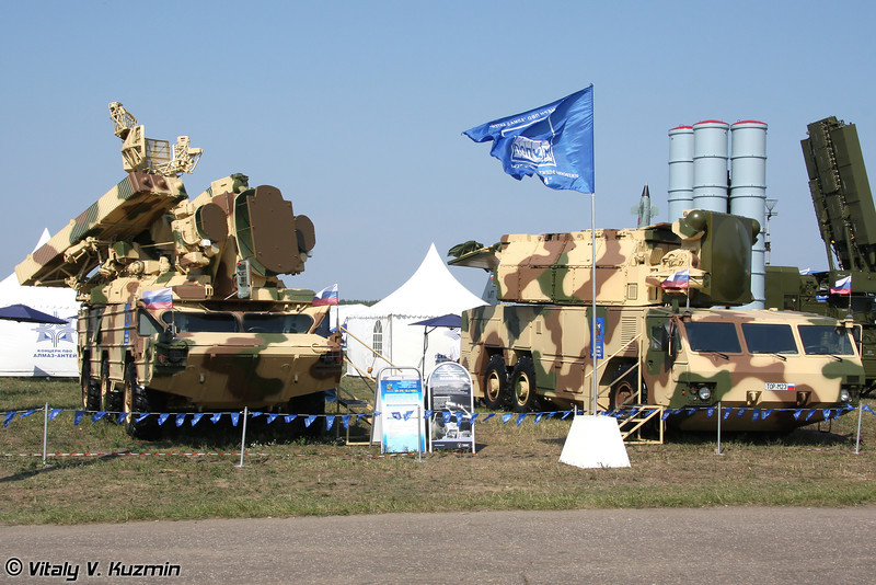 БМ 9А33БМ3 ЗРК Оса-АКМ и БМ 9А331МК ЗРК Тор-М2Э (9A33BM3 transporter erector launcher and radar from Osa-AKM missile system and 9A331MK transporter erector launcher and radar from Tor-M2E missile system)