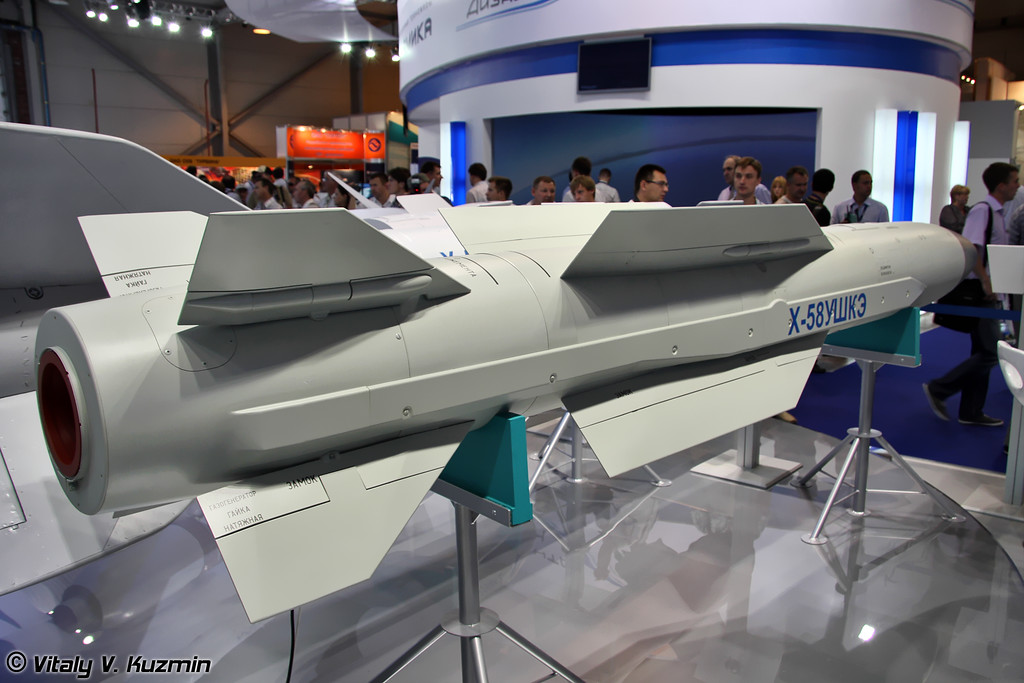 Противорадиолокационная ракета Х-58УШКЭ (Kh-58UShKE anti-radar missile)