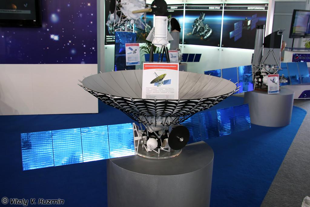 Космический аппарат Спектр-Р с радиотелескопом, масштаб 1:10 (Spektr-R orbital radio telescope, scale 1:10)