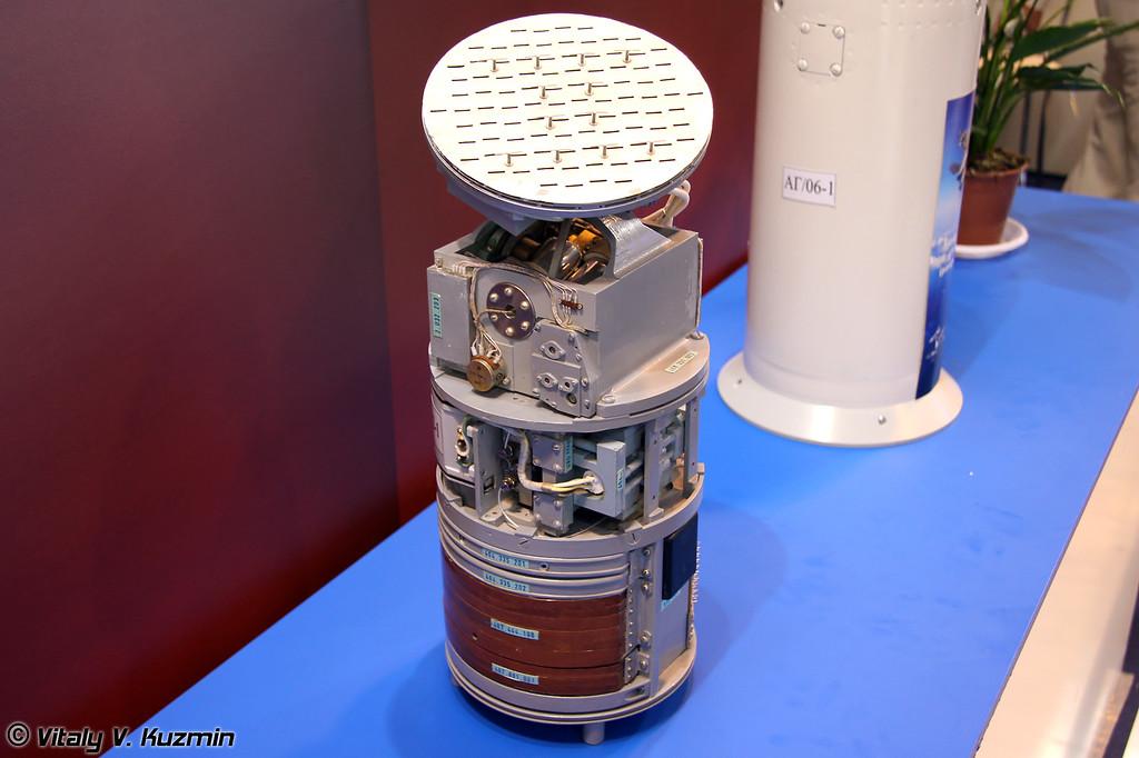 """Усовершенствованная активная радиолокационная головка самонаведения 9Б-1103М-200ПА (диаметр 200 мм) предназначена для установки на ракеты класса """"воздух-воздух"""" и """"земля-воздух"""" (Active radar seeker 9B-1103M-200PA 200mm for AAM and SAM)"""