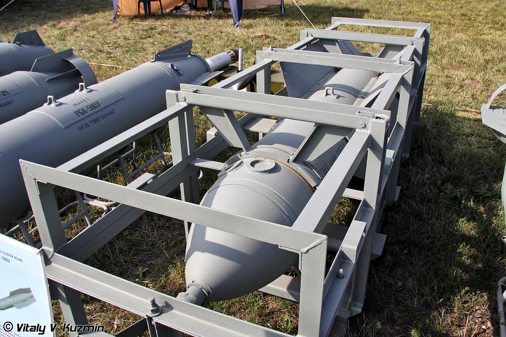 Унифицированная планирующая бомбовая кассета ПБК-500У (PBK-500U glide cluster bomb dispenser)