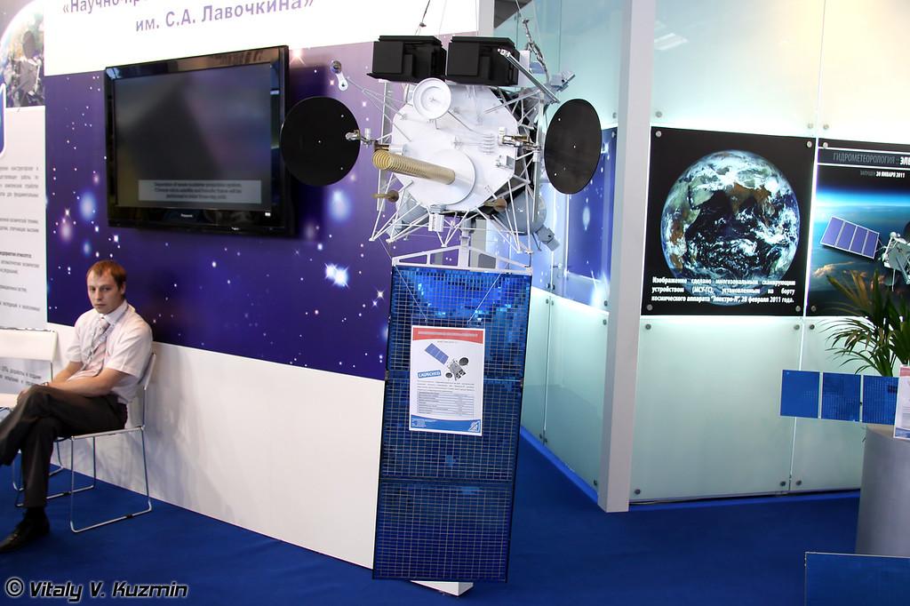 Геостационарный метеоспутник Электро-Л, масштаб 1:5 (Electro-L meteorological satellite, scale 1:5)