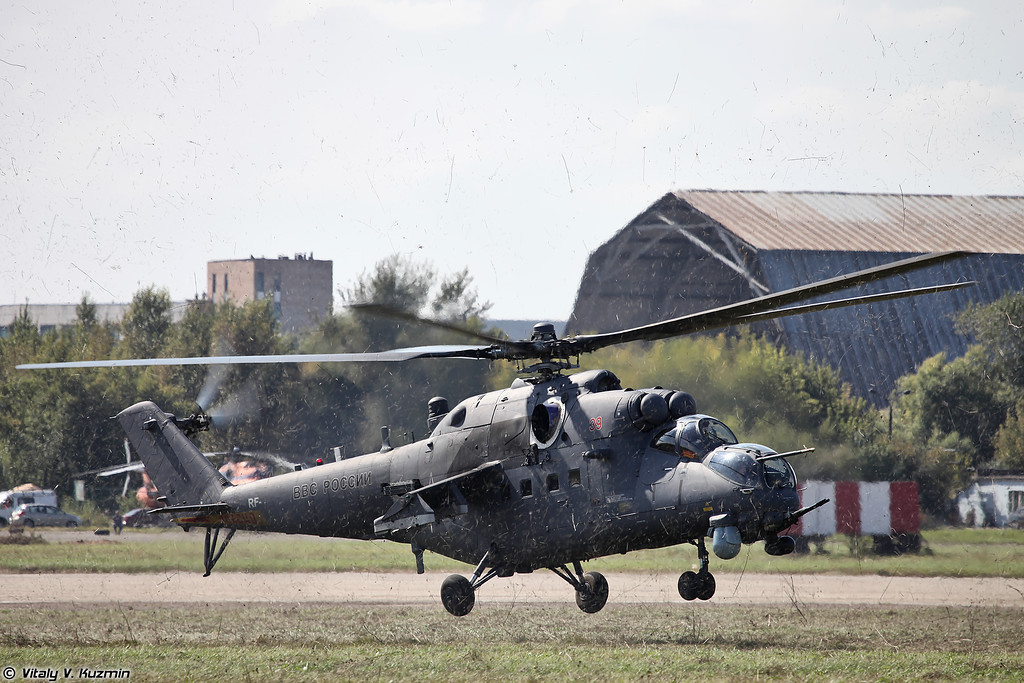 Ми-35М со штурмовой группой ОМОН Зубр (Mi-35M with assault group of OMON Zubr)
