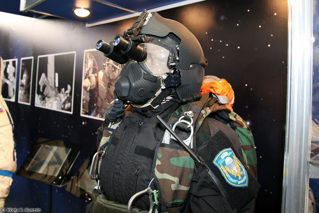 Шлем ЗШ-17П и кислородная маска КМ-36П (ZSh-17P helmet and KM-36P oxygen mask)