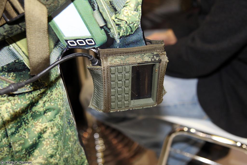 Радиостанция Буссоль, носимый вариант (Bussol' radistation, wearable variant)