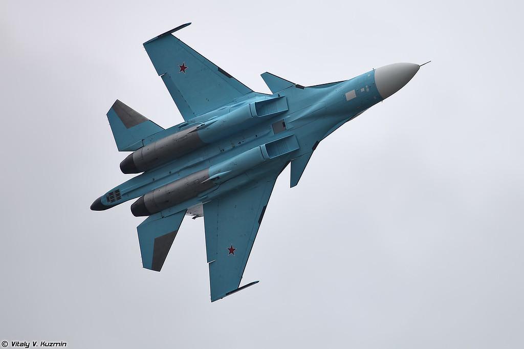Сольный пилтаж Су-34 (Su-34 solo aerobatics)