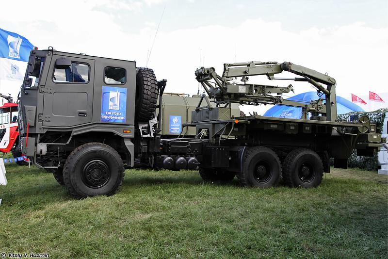 Транспортно-заряжающая машина 9Т244 из состава ЗРК Тор-М2КМ на шасси ТАТА (9T244 transloader from Tor-M2KM system on TATA chassis)