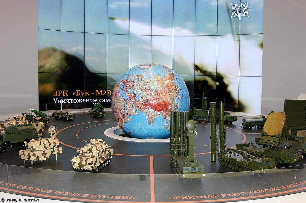 Стенд и модели Концерна Алмаз-Антей (Almaz-Antey stand)
