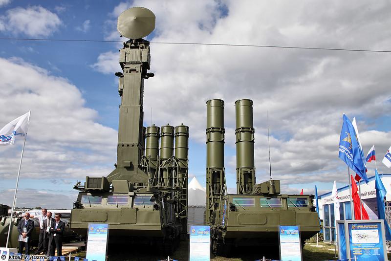 ПУ 9А83МЭ и ПЗУ 9А84МЭ из состава ЗРС С-300ВМ Антей-2500 (9A83ME TELAR and 9A84ME transloader-launcher from S-300VM)