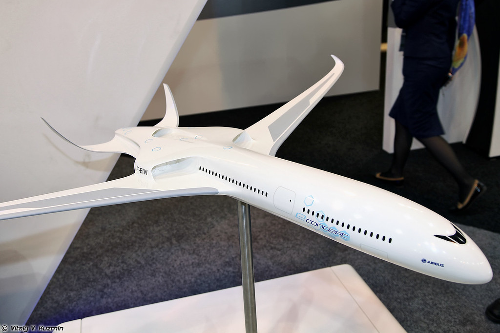 eConcept - визуализация модели самолета будущего с гибридной или электрической силовой установкой