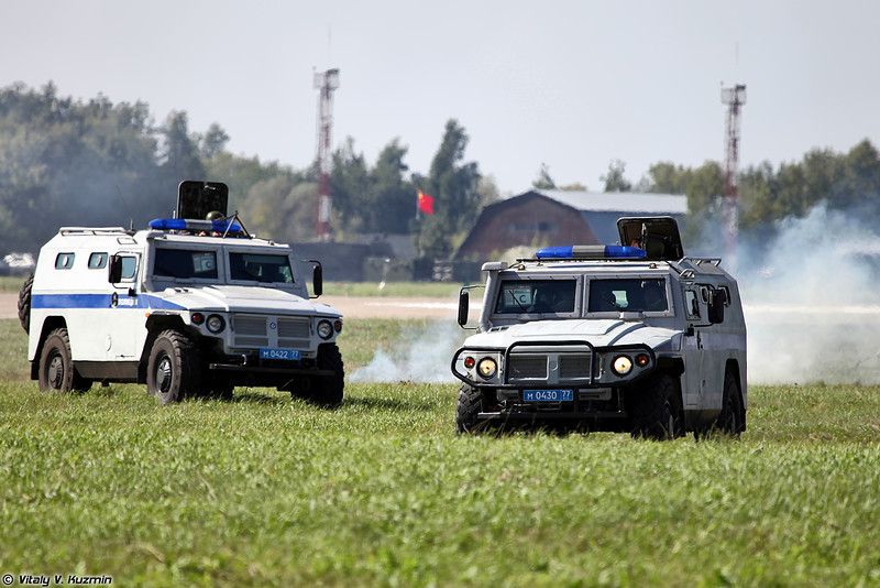 ОМОН Зубр и ГАЗ-233036 СПМ-2 (OMON Zubr and GAZ-233036 SPM-2 - modification of GAZ Tigr for Law Enforcements)