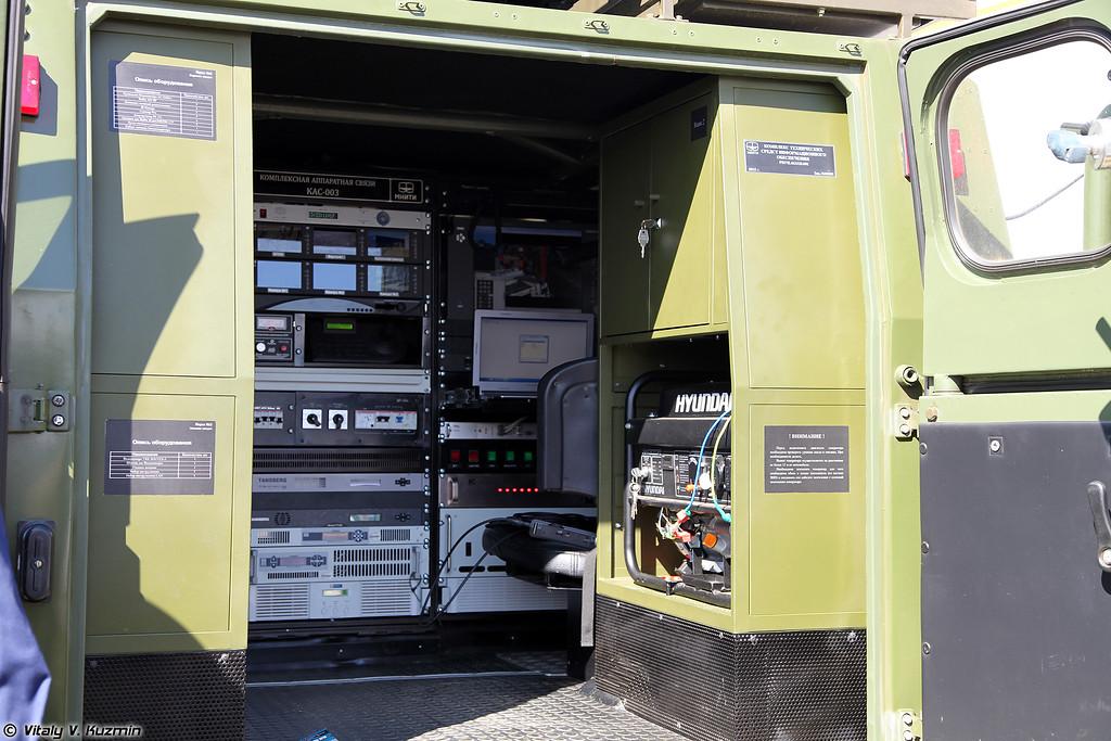 Комплекс информационного обеспечения на базе Скорпион-2М (Command and signal post on Skorpion-2M chassis)