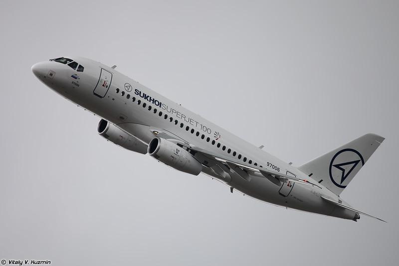 SSJ 100-95LR