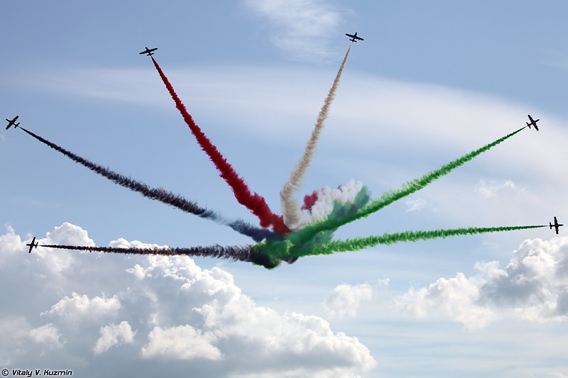 Пилотажная группа Al Fursan (Al Fursan aerobatics demonstration team)