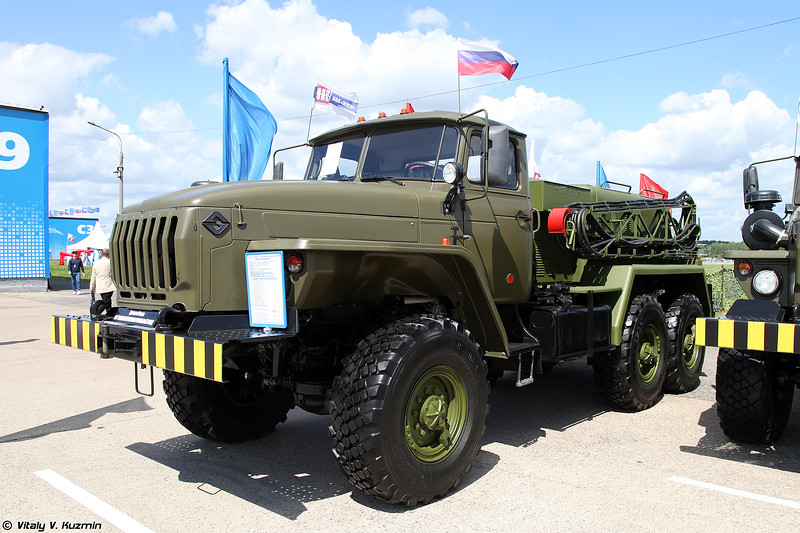 Аэродромный подвижной электроагрегат АПА-5Д вариант 1 (Ground mobile electrical unit APA-5D ver.1)
