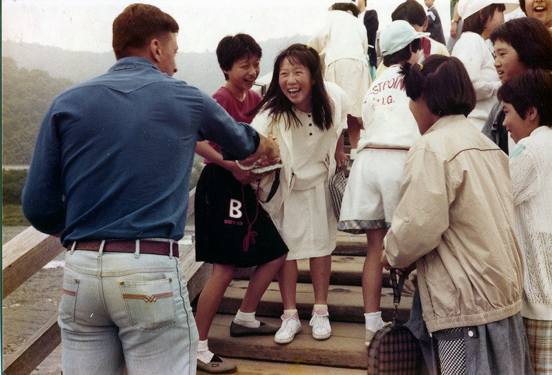 Kintai Bridge, Iwakuni, Japan. Rusty Brasher with Japanese tourist girls. 1 June, 1985.