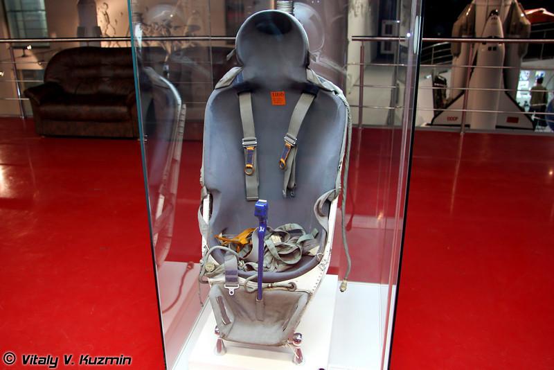 Амортизационное кресло Казбек из космического корабля Союз (Soyuz space ship seat Kazbek)