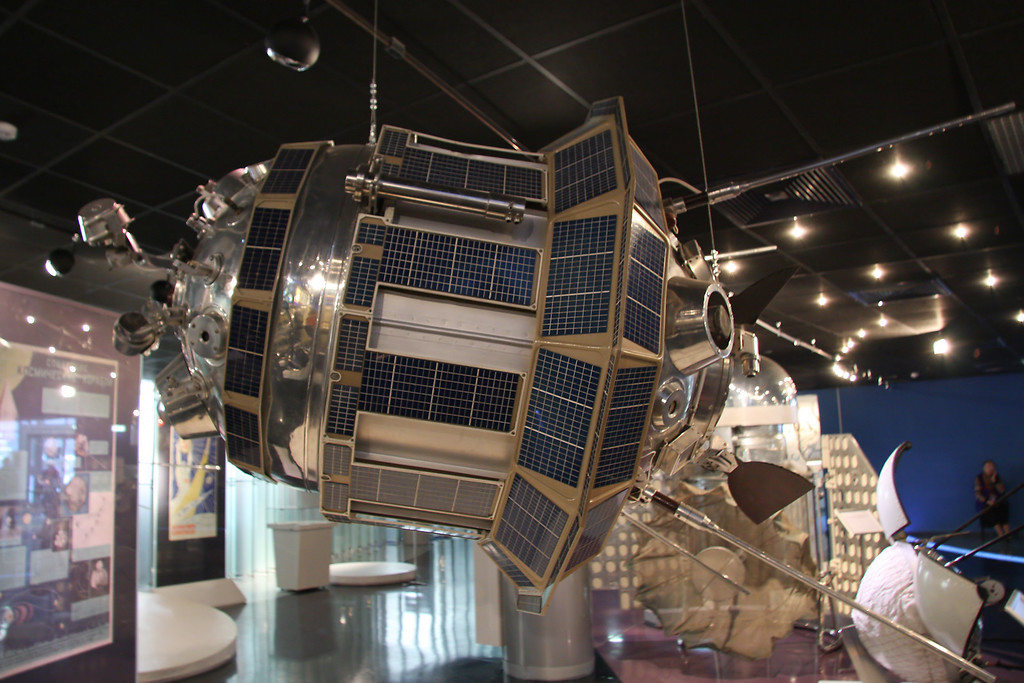 Автоматическая станция Луна-3 - первая в мире ориентируемая в космосе автоматическая станция. Запущена 4 октября 1959г. (Luna-3 space station. Launched October 4, 1959)