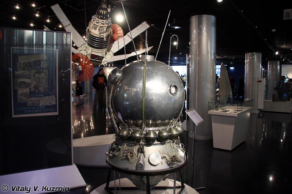 Космический корабль Восток. 12 апреля 1961г. на нем был совершен первый полет человека в космос. Масштаб 1:3 Space ship Vostok. First space ship with human. Launched April 12, 1961. Scale 1:3)