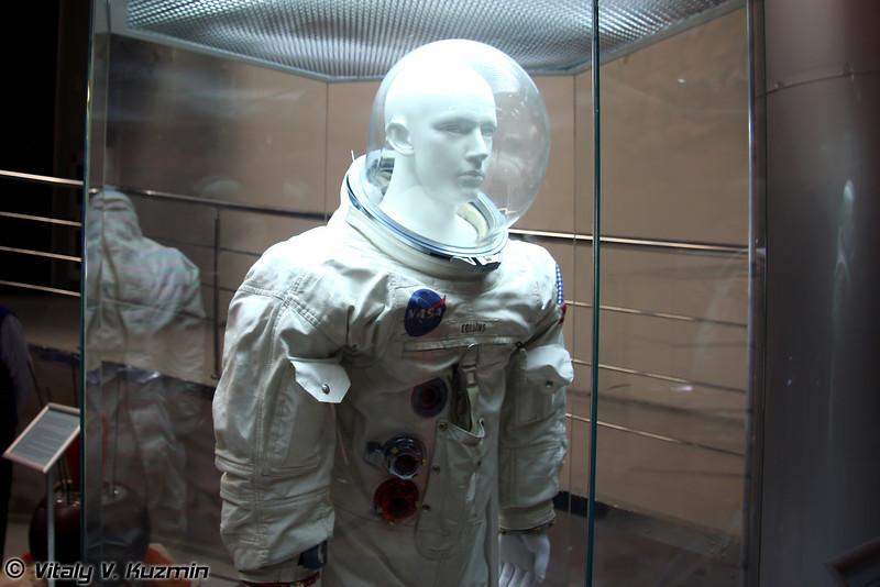 Скафандр америкнского астранавта Майкла Коллинза - пилота командно-служебного модуля корабля Аполлон-11, совершившего полет к Луне в июле 1969г. Подлинник (Michael Collins space suit. Original)