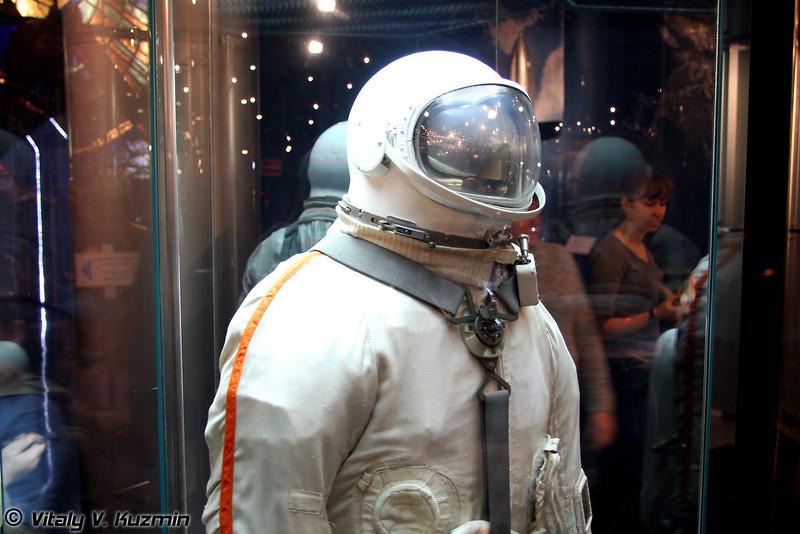 Скафандр Беркут. Предназначался для выхода в космос. Использовался П.И. Беляевым и А.А. Леоновым в марте 1965г. (Berkut spacesuit. Used by P.I. Belyaev and A.A. Leonov for the spacewalk on March 1965)