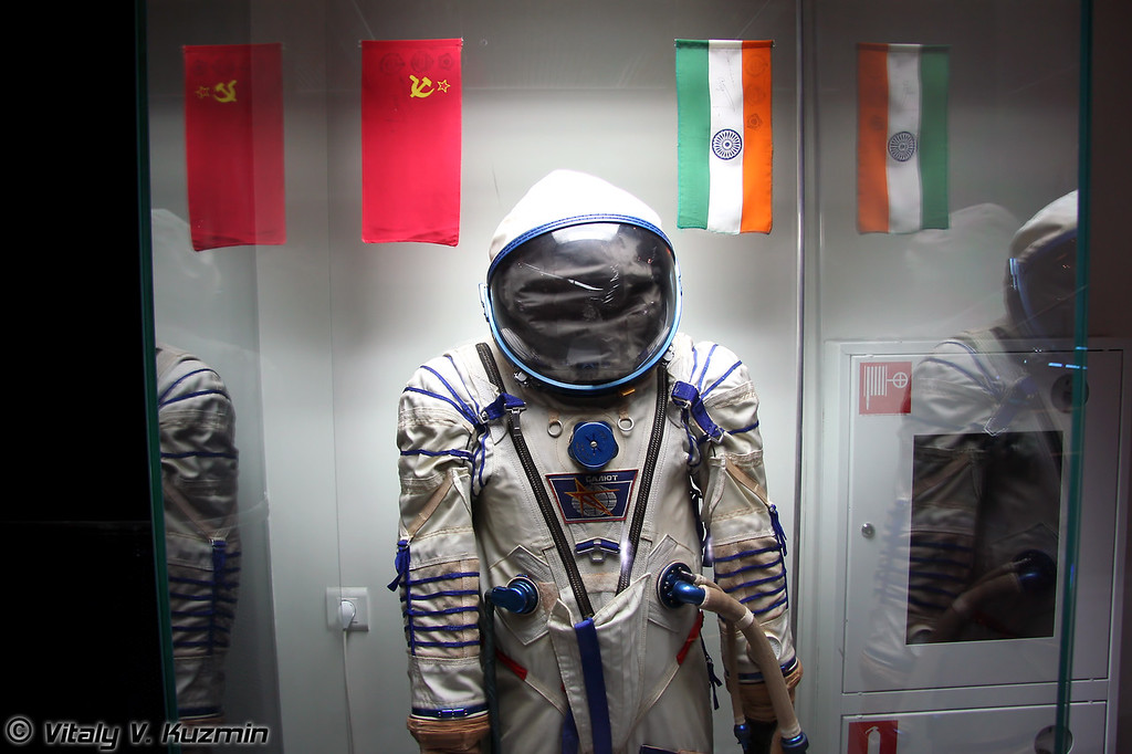 Скафандр Сокол КВ-2 индийского космонавта Р. Шармы (Sokol KV-2 spacesuit of Indian astronaut R. Sharma)