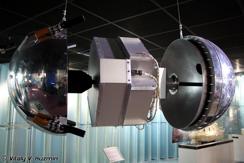 Первый искусственный спутник земли. Запущен 4 октября 1957г. (First artificial earth satellite. Launched October 4, 1957)