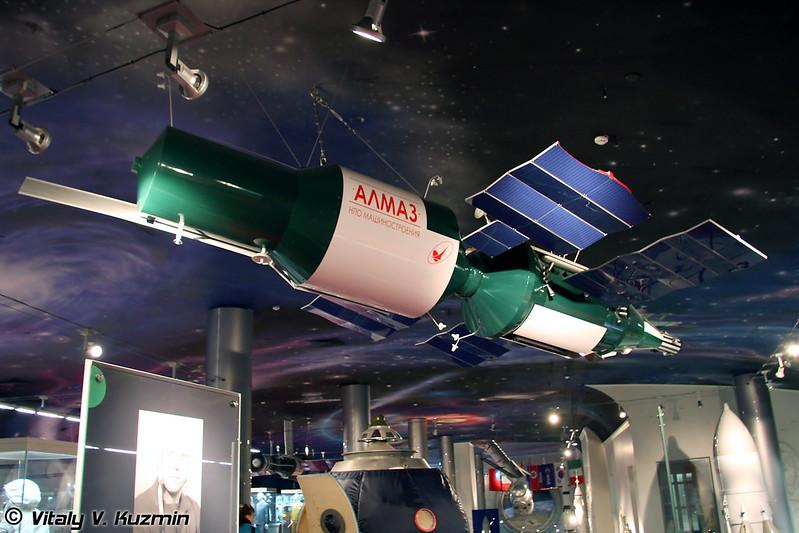 Орбитальная пилотируемая станция Алмаз. Масштаб 1:5 (Space station Almaz. Scale 1:5)