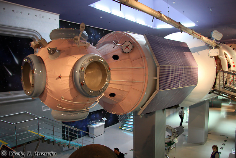 Базовый блок орбитальной станции Мир (MIR space station basic module)