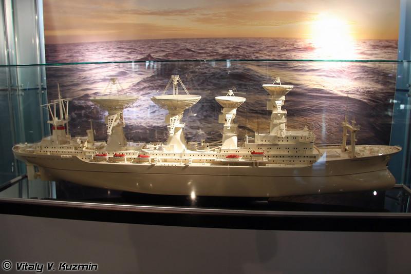 Корабль слежения Юрий Алексеевич Гагарин. Масштаб 1:100 (Space tracking ship Yuri Alekseevich Gagarin. Scale 1:100)