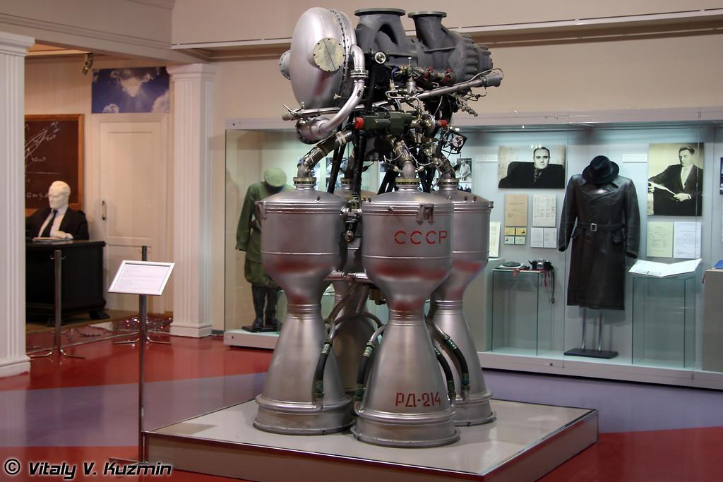 Жидкостный ракетный двигатель РД-214 для первой ступени ракеты-носителя Космос (Liquid rocket engine RD-214 for the first stage of Kosmos rocket)