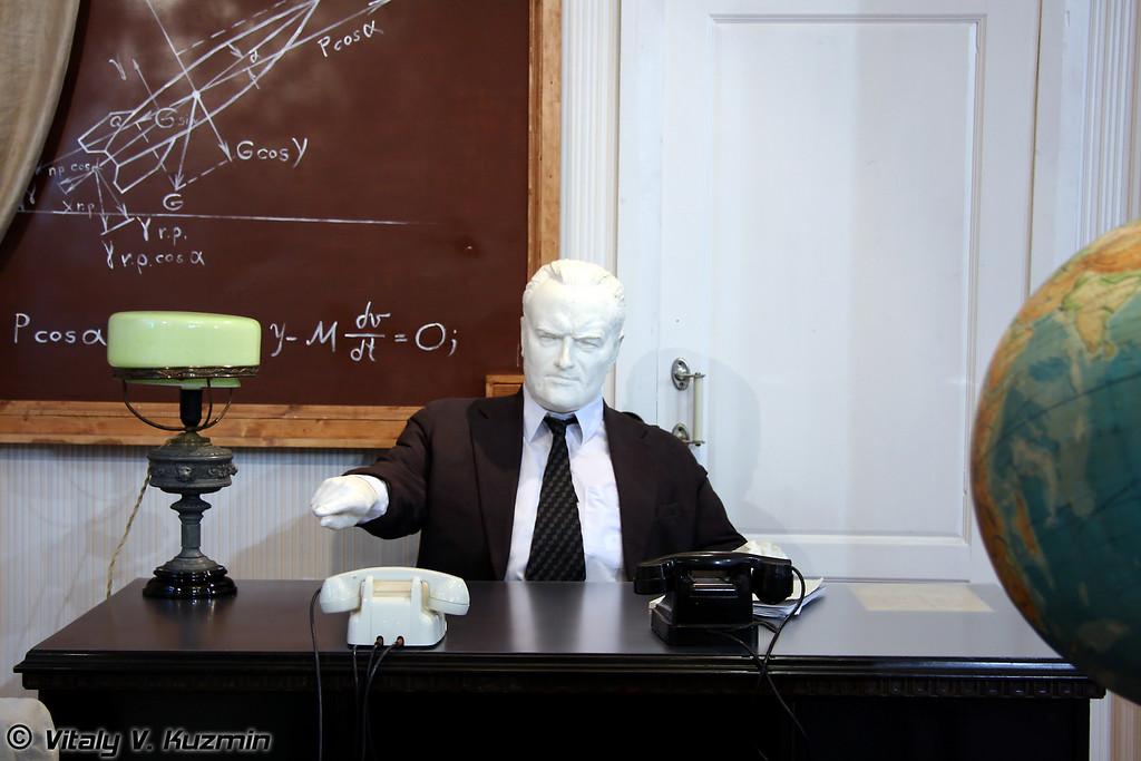 Интерьер кабинета главного конструктора С.П. Королева на предприятии ОКБ-1 (S.P. Korolev office at OKB-1)