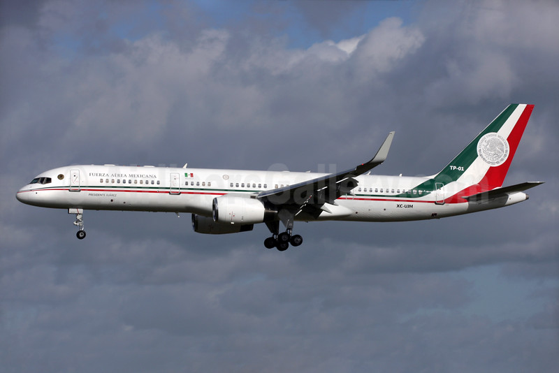 Fuerza Aerea Mexicana Boeing 757-225 TP-01 XC-UJM (msn 22690) LHR (Antony J. Best). Image: 933593.