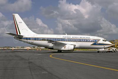 Fuerza Aerea Mexicana Boeing 737-2B7 3520 (msn 23133) MIA (Bruce Drum). Image: 105087.