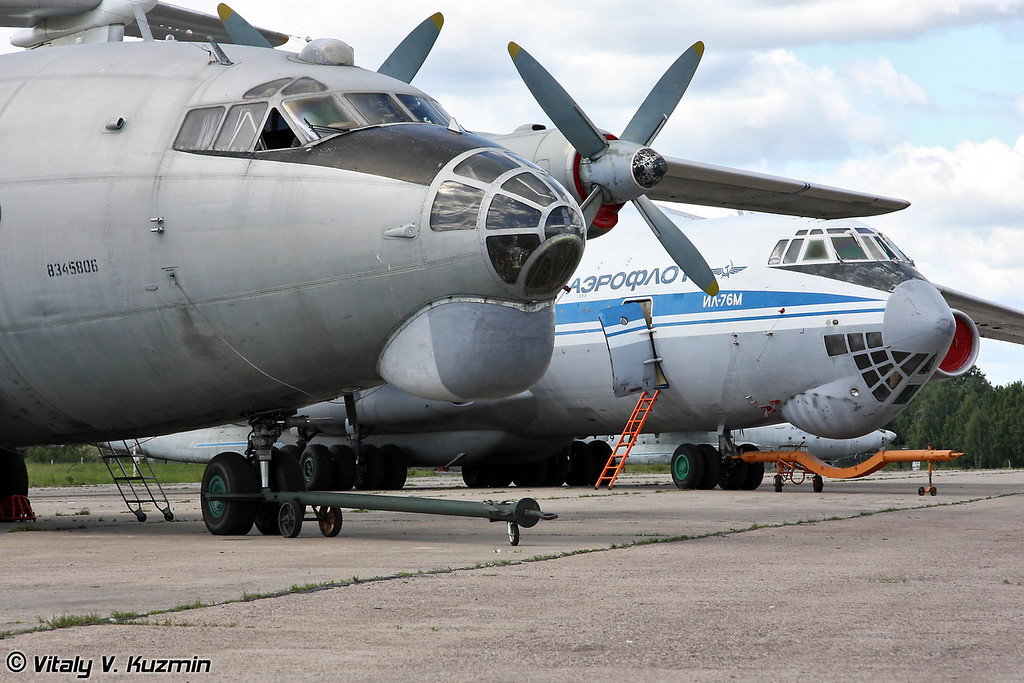 Ан-12 и ИЛ-76М (An-12 and IL-76M)