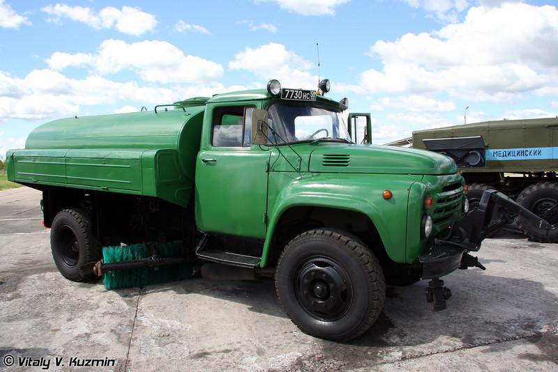 Поливо-моечная машина ПМ-130 (Airfield cleansing vehicle PM-130)