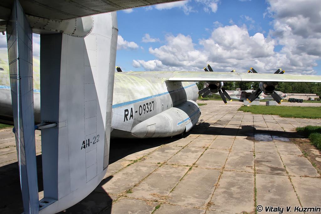 Ан-22 б/н RA-09327 (An-22 RA-09327 Black)