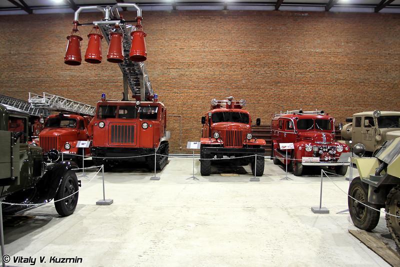 Пожарная техника, расположенная внутри ангара (Fire trucks inside the hangar)