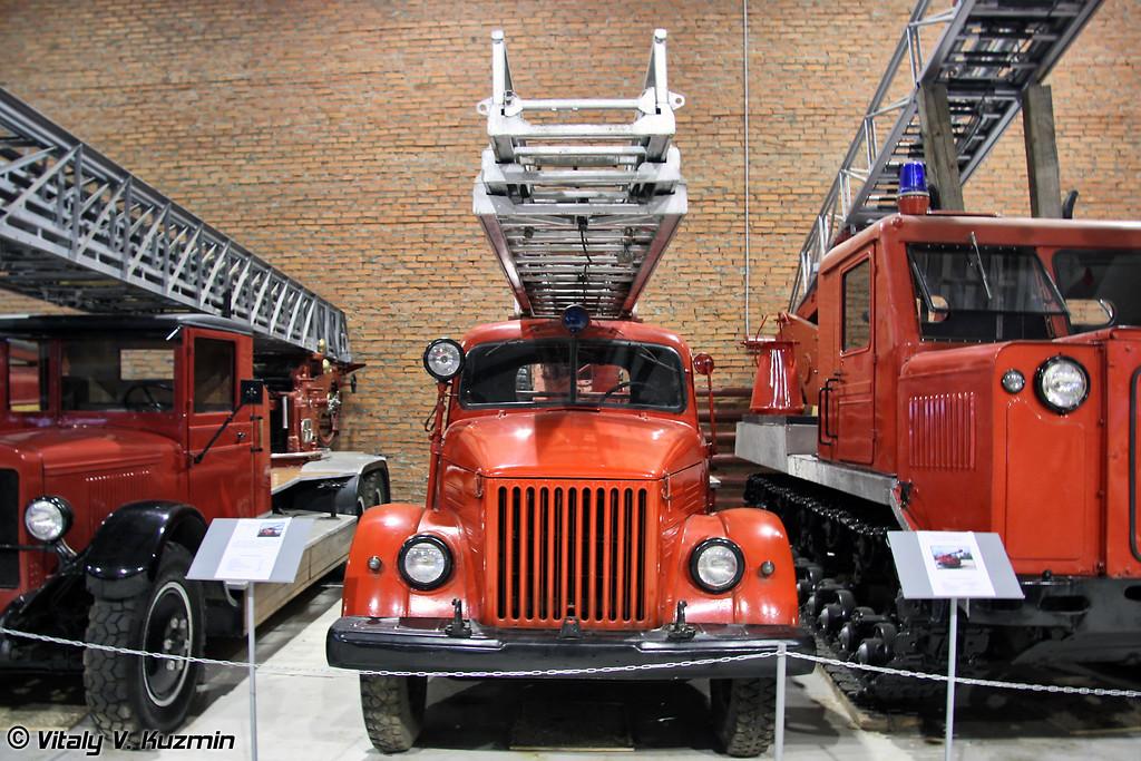 Пожарная автолестница АЛГ-17 на шасси ГАЗ-51 (ALG-17 fire truck on GAZ-51 chassis)