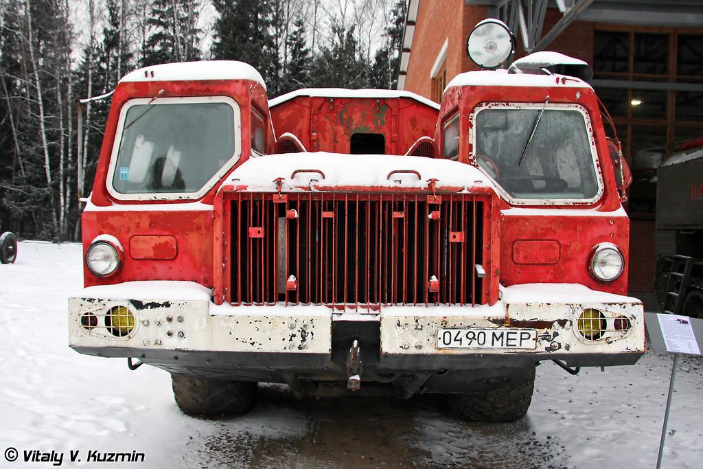 Аэродромный пожарный автомобиль АА-60 на шасси МАЗ-543 (Airfield fire fighting vehicle AA-60 on MAZ-543 chassis)