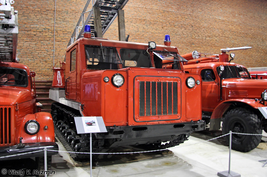 АПП-20 пенная установка на гусеничном шасси артиллерийского тягача АТ-С (APP-20 foam tracked fire truck on AT-S chassis)