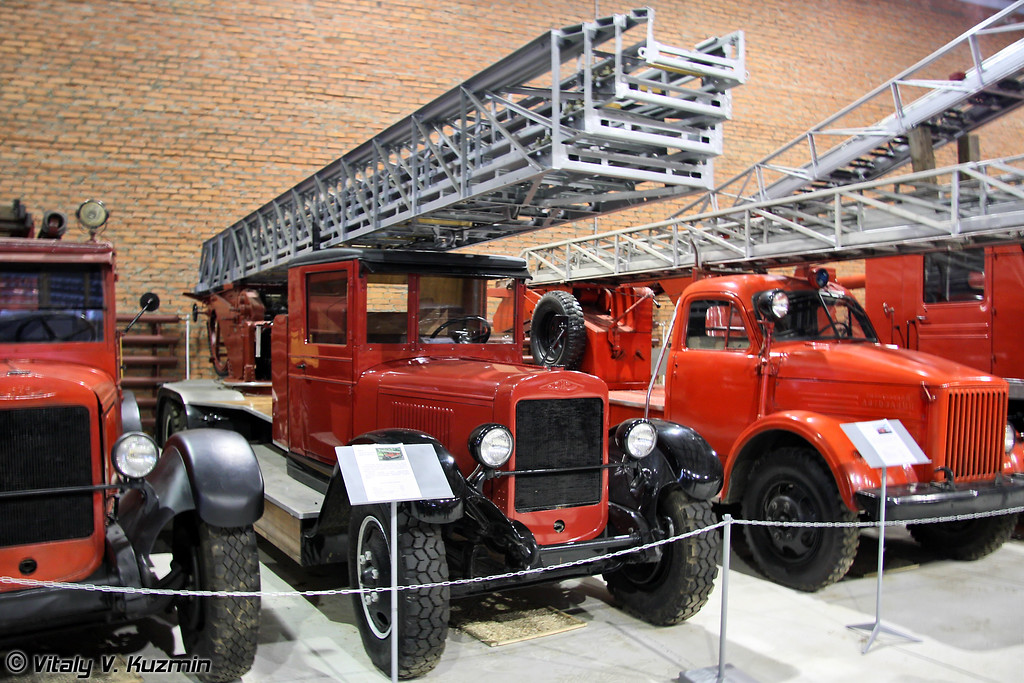 Лестница пожарная Metz на шасси ЗИС-5 (Metz fire ladder on ZiS-5 chassis)