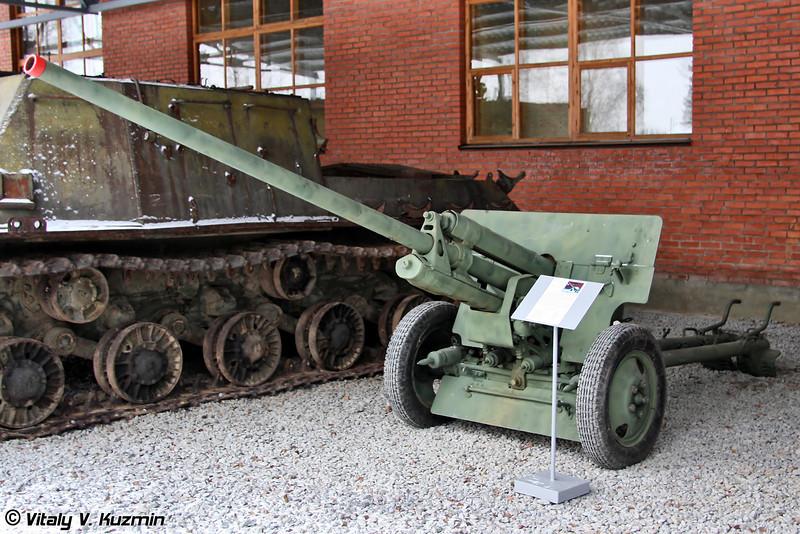 57-мм противотанковая пушка ЗИС-2 (57-mm antitank gun ZiS-2)