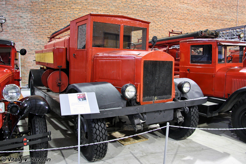 Пожарный автонасос ПМГ-1 на шасси грузового автомобиля ЯГ-6 (PMG-1 vehicle on YaG-6 chassis)