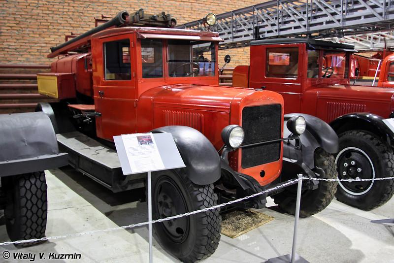 Пожарная автоцистерна ПМЗ-3 на шасси ЗиС-5 (PMZ-3 fire truck on ZiS-5 chassis)