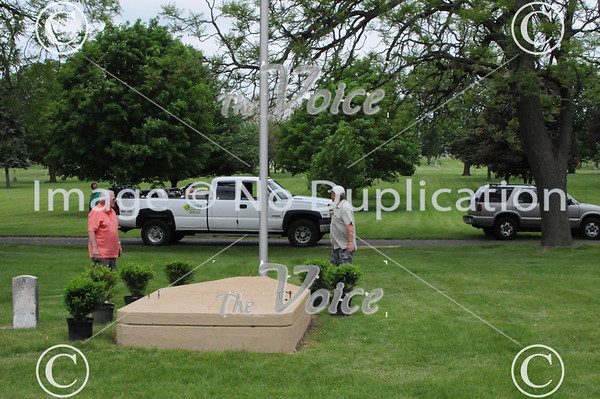 Montgomery Cannon platform preparation in Riverside Cemetery, Ill 5-21-13